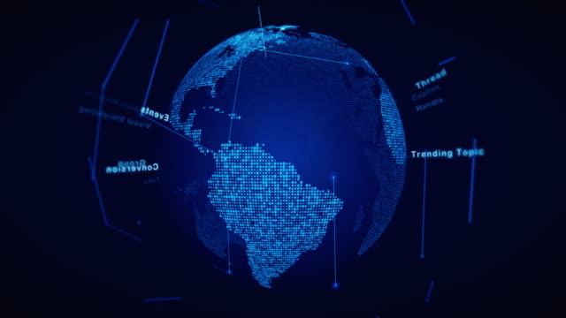 begriffsglossar social media auf weltkugel karte - connection in process stock-videos und b-roll-filmmaterial