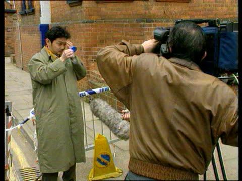 vídeos y material grabado en eventos de stock de gloucester murders - seventh body found; french tv reporter outside house japanese tv reporter outside house tms home office pathologist through... - patólogo