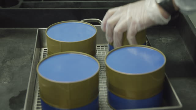 ecu gloved hand of worker pressing down on freshly filled caviar tins to seal them, red r3d 4k,4kmstr - wenige gegenstände stock-videos und b-roll-filmmaterial