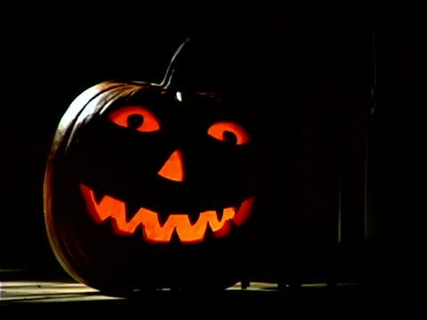 glowing jack-o'-lantern - pumpkin stock videos & royalty-free footage