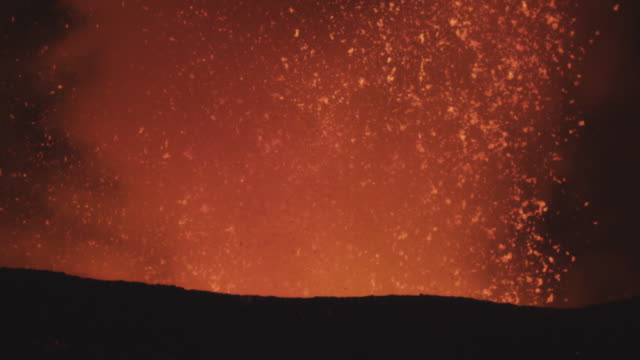 sm cu glowing lava explodes out of volcano, nyamuragira, democratic republic of congo, 2011 - eruzione video stock e b–roll