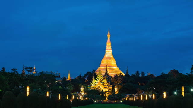 glowing shwedagon pagoda, day to dusk time lapse video - day to dusk stock videos & royalty-free footage