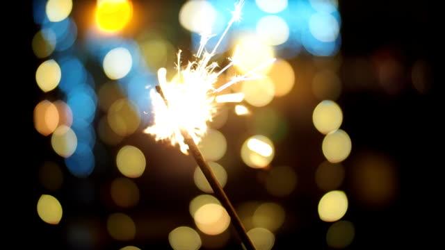ぼやけクリスマス ライト - スローモーションで線香花火を輝く - 後ろボケ点の映像素材/bロール