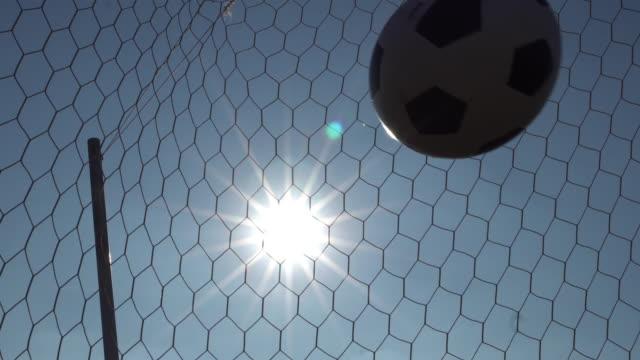 日光 4 k の背景と目標 - ゴールポスト点の映像素材/bロール