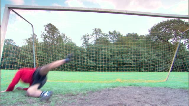goalie defending goal from soccer ball - fare la guardia video stock e b–roll