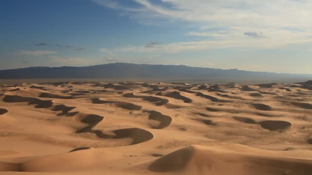 gobi desert at sunset - horizon over land stock videos & royalty-free footage