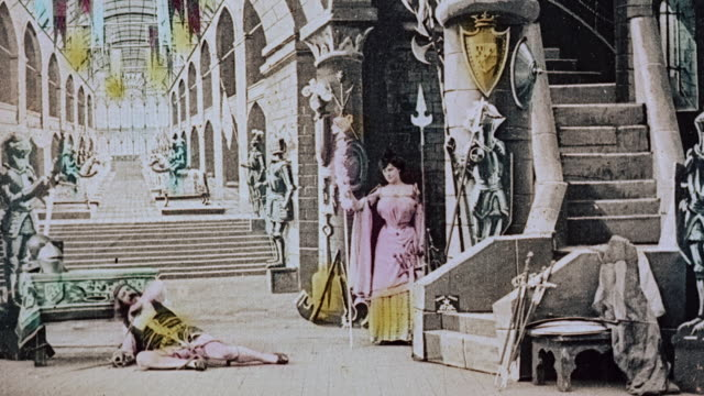 vídeos de stock e filmes b-roll de 1903 ws goddess dubbing the last knight in the castle during the film illusions, le royaume des fées (the kingdom of fairies) by georges melies - 1903