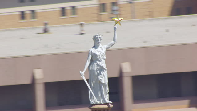 cu aerial ts goddess of liberty statue on top of texas state capitol building / austin, texas, united states - justice concept stock videos & royalty-free footage