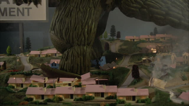 MS PAN 'Godzilla type monster's feet stepping on village houses