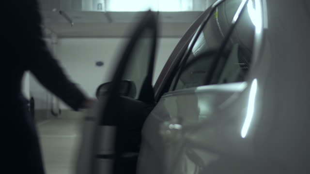 vídeos de stock, filmes e b-roll de indo embora - parking