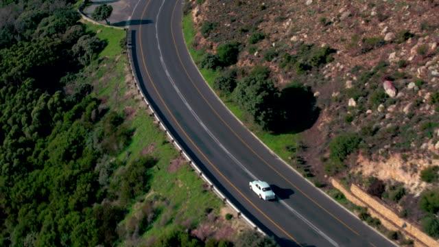vídeos de stock, filmes e b-roll de indo em uma viagem para descobrir a natureza - vintage car