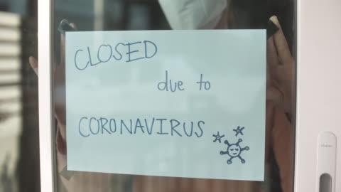 stockvideo's en b-roll-footage met going out of business sign, store sluiten als gevolg van de covid-19 virus - economie