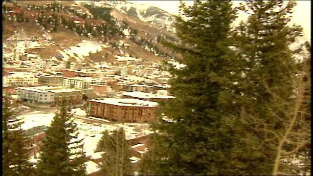 vídeos de stock e filmes b-roll de pov of going up mountains in ski lift in telluride colorado - roupa de esqui