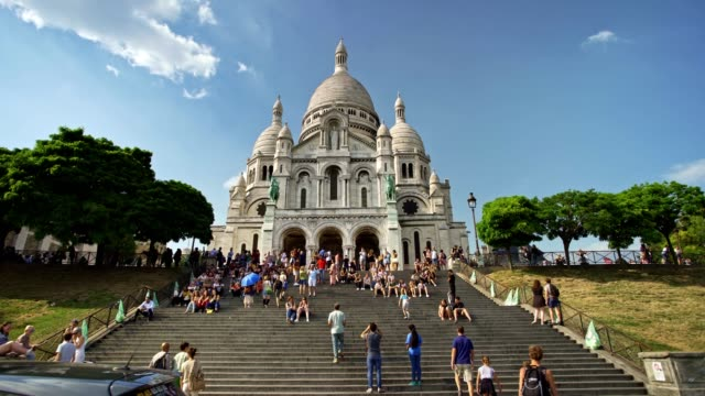 going up the montmartre stairs timelapse - pilgrimage stock videos & royalty-free footage