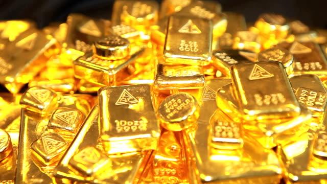 goldfarbene kantillen - barren geld und finanzen stock-videos und b-roll-filmmaterial