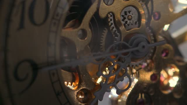stockvideo's en b-roll-footage met gold color  antique watch mechanism working - messing about