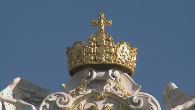 cu gold crown at hofburg palace / vienna, austria - crown headwear stock videos and b-roll footage