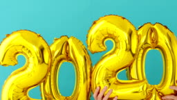 Gold foil number 2020 celebration balloon