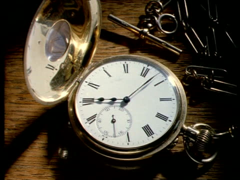 t/l cu gold half hunter pocket watch, white watch face, black roman numerals - 懐中時計点の映像素材/bロール