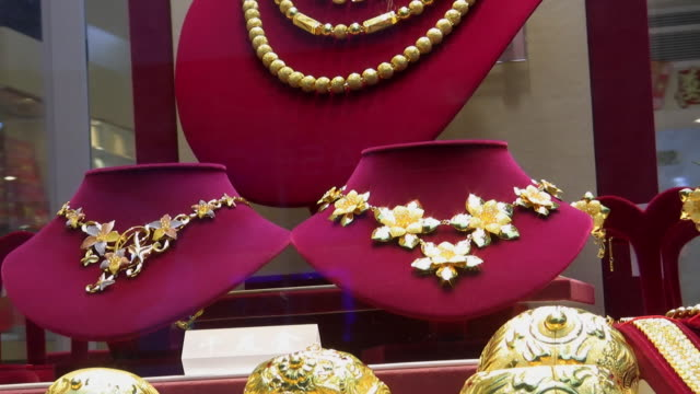 CU, ZO, Gold jewelry in display window, New York City, New York, USA