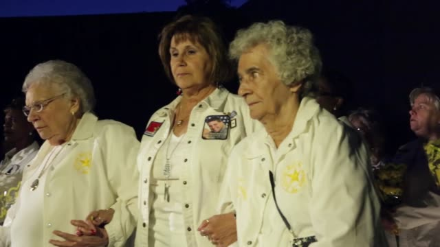 stockvideo's en b-roll-footage met pan gold star mothers and gold star wives participate in a candlelight vigil at the vietnam veterans memorial prior to the memorial day weekend may... - vietnam veterans memorial