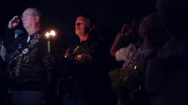 stockvideo's en b-roll-footage met ms gold star mothers and gold star wives participate in a candlelight vigil at the vietnam veterans memorial prior to the memorial day weekend may 23... - vietnam veterans memorial