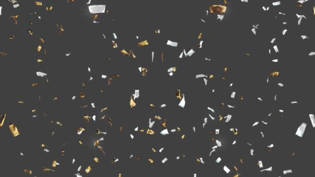 vídeos de stock, filmes e b-roll de confetti dourado e de prata que cai para baixo. o canal alfa será incluído ao baixar apenas o arquivo 4k apple prores 4444. - prateado