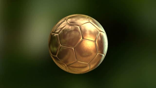vídeos de stock, filmes e b-roll de dourado bola melhor jogador futebol - esfera