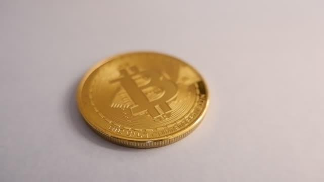 vídeos y material grabado en eventos de stock de golden bitcoin physical real money coin - cadena de bloques