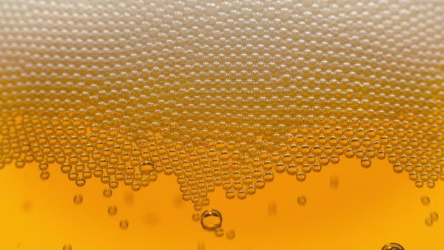 Gouden bubbels in bier