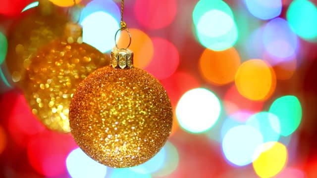 Golden Christmas Ball und Kamerafahrt mit dolly