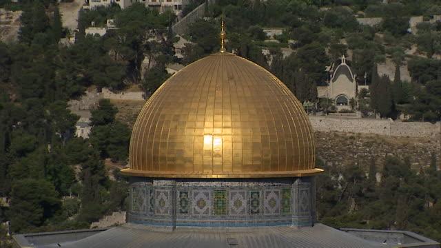 stockvideo's en b-roll-footage met ms golden dome of rock mosque / jerusalem, israel  - rotskoepel