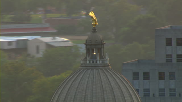 a golden eagle adorns the top of the capitol building in jackson, mississippi. - jackson stock videos & royalty-free footage