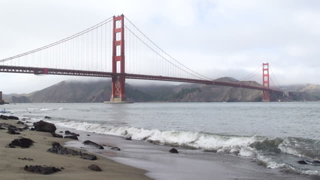 Golden Gate Bridge in Nebel gehüllt