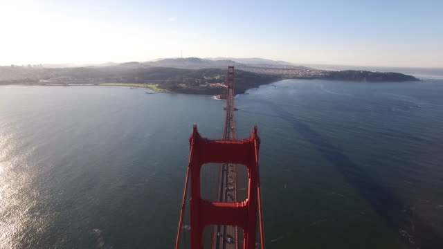 vídeos de stock, filmes e b-roll de golden gate bridge med to high push aerial, 4k, 40s, 10of10, stock video sale - drone discoveries llc..mov - golden gate bridge