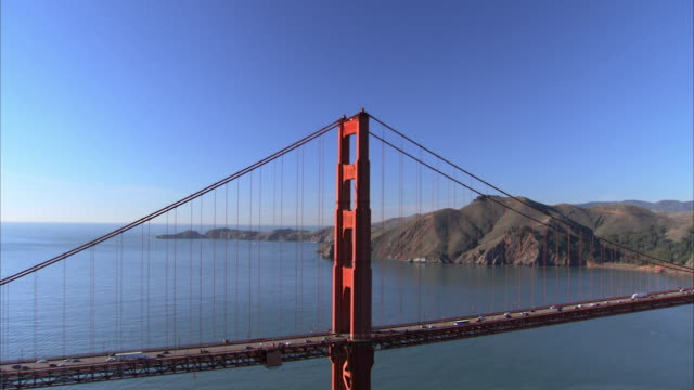 low aerial golden gate bridge / san francisco, california, usa - golden gate bridge stock-videos und b-roll-filmmaterial
