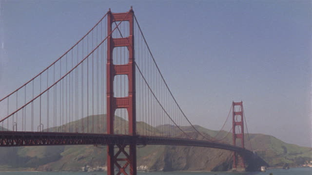 vídeos y material grabado en eventos de stock de montage golden gate bridge / san francisco, california, usa - 1965
