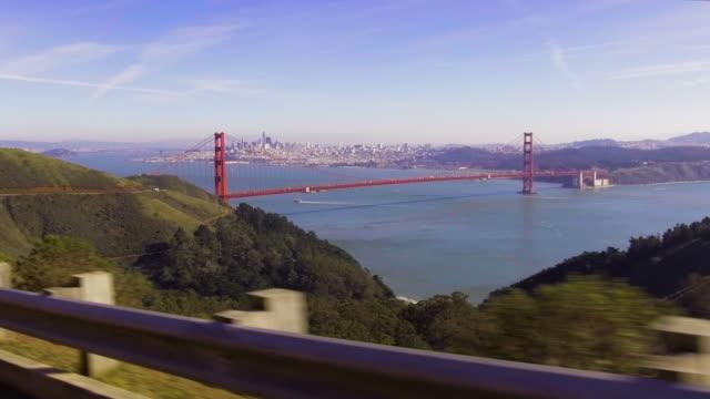 vidéos et rushes de golden gate bridge: travelling stable de marin headlands - golden gate bridge