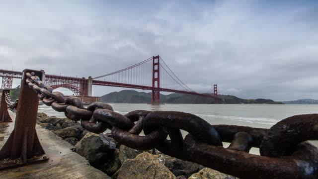 vídeos de stock, filmes e b-roll de golden gate bridge timelapse - chain bridge suspension bridge