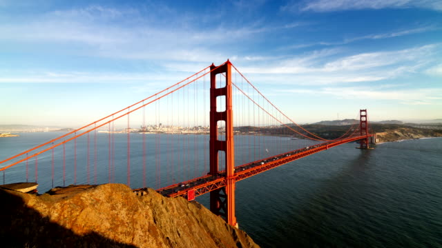 zeitraffer von der golden gate bridge - golden gate bridge stock-videos und b-roll-filmmaterial