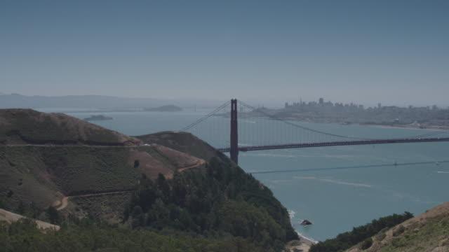 vídeos y material grabado en eventos de stock de golden gate bridge wide shot - vector