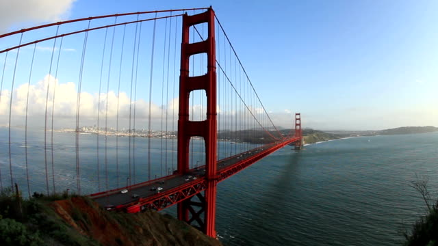 golden-gate-brücke und verkehr audio - golden gate bridge stock-videos und b-roll-filmmaterial