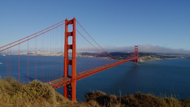 wide pan golden gate bridge with traffic - golden gate bridge stock-videos und b-roll-filmmaterial