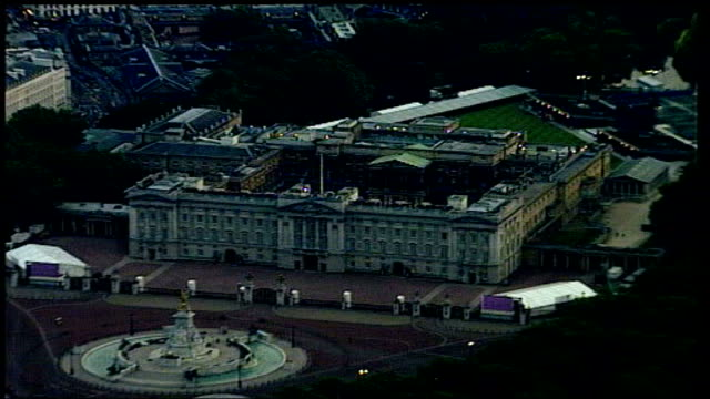 golden jubilee celebrations london buckingham palace ext / dusk air views of buckingham palace with concert stage clearly seen - golden jubilee stock videos & royalty-free footage