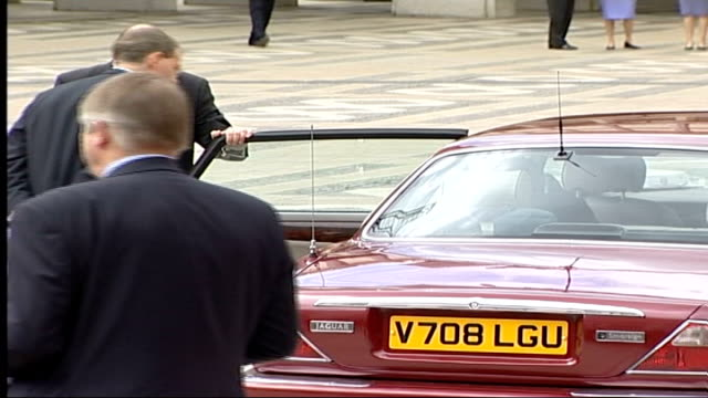 celebrations england london guildhall jack straw mp and wife arriving at guildhall david blunkett mp arriving lms queen's car arriving pan bv queen... - jack straw stock videos & royalty-free footage
