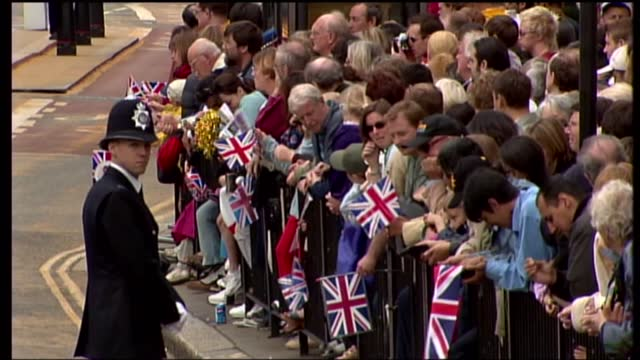 international clean feed: 12.15 - 13.45: 16:9; england: london: ext cms young girl in crowd pull out tms young children sitting gvs crowds of people... - pull out camera movement stock videos & royalty-free footage