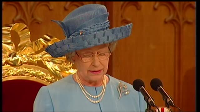 international clean feed: 12.15 - 13.45: 16:9; england: london: guildhall: int queen elizabeth ii speech sot part 1 of 2. - my lord mayor, mr prime... - 12 13 years stock videos & royalty-free footage