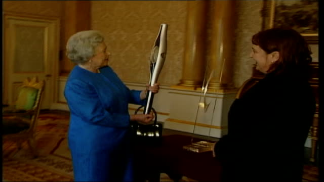 golden jubilee plans/commonwealth games baton lib london buckingham palace int queen elizabeth ii handed flashing baton ltn - golden jubilee stock videos & royalty-free footage