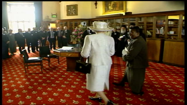 stockvideo's en b-roll-footage met royal family attends church / preparations; england: berkshire: windsor: int gvs religious leaders standing in reception room, queen along into room... - adn