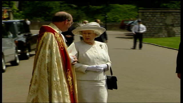 royal family attends church / preparations england berkshire windsor lms queen elizabeth ii standing with dr george carey and other church leaders ls... - making stock videos & royalty-free footage